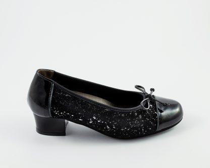 Zapato de salón de puntera recta en charol y piel grabada en brillo Roldán