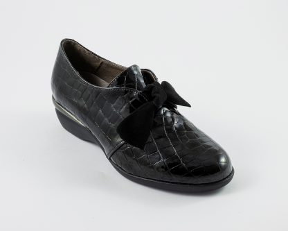 Zapato subido y lazo en piel de coco Roldán